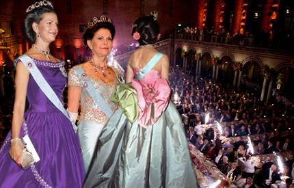 Bildspel! Drottning Silvias alla vackra Nobelklänningar