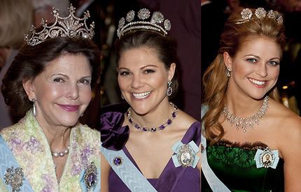 5497199d37bc Drottning Silvia i ljusgrön klänning med brodyr, kronprinsessan Victoria i  plommonlila eller prinsessan Madeleine i spanskinspirerat smaragdgrönt med  svarta ...