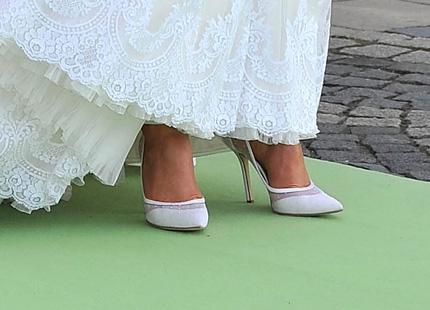 35df288b2d8 Vi tar en närmare titt på brudens skor – och några av gästernas ...