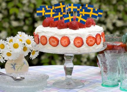 grattis på bemärkelsedagen Gräddtårta och jordgubbar för Estelle och hennes mormor | Svensk  grattis på bemärkelsedagen