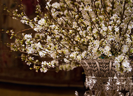 dukning-blommor-hovet