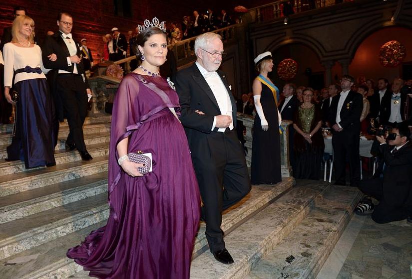 b03531608e26 Förra året satsade kronprinsessan på en klänning från svenska Pär Engsheden.  I år väljer hon svenskt igen, närmare bestämt en aftonklänning från By  Malina, ...
