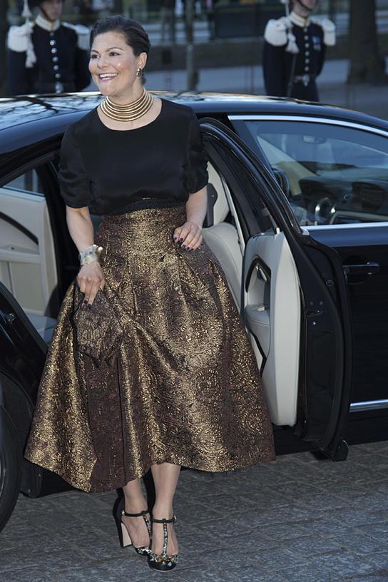 03f1050bd14f På fredagens inledande festligheter på Operan i Stockholm bar Victoria H&M.  Så också på Nordiska museet. Hennes kjol var specialuppsydd, bara för henne  och ...