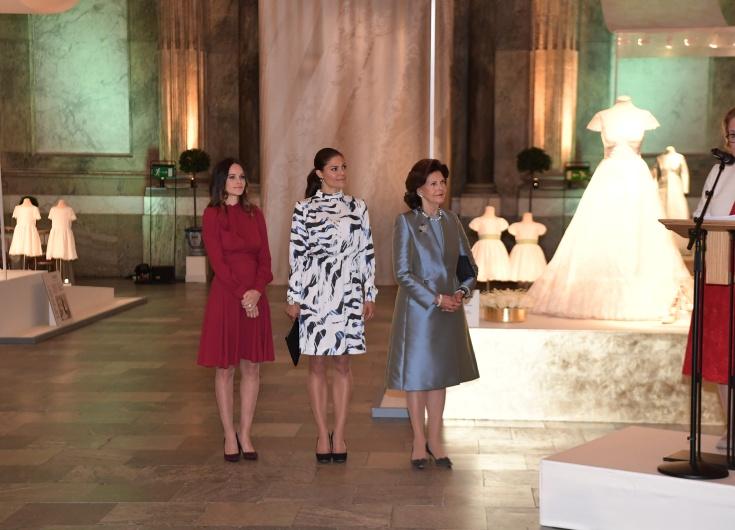 Hovet: Så designas en kunglig brudklänning