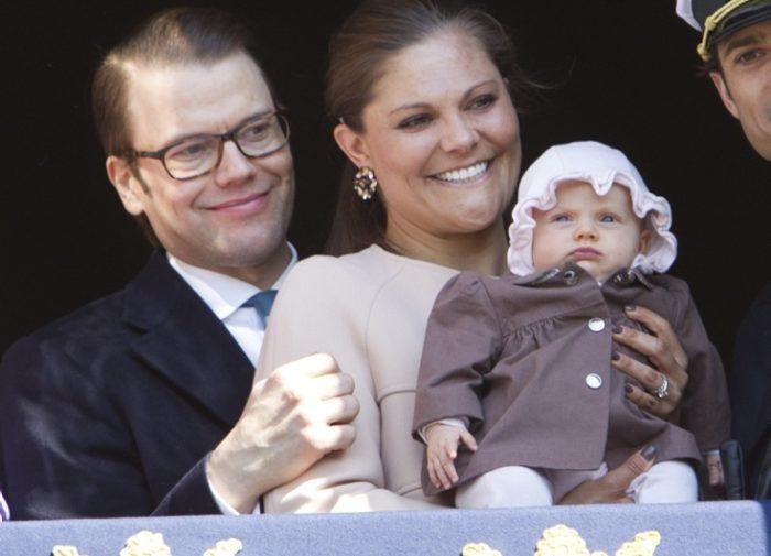 Princess Estelle congratulates Grandfather.