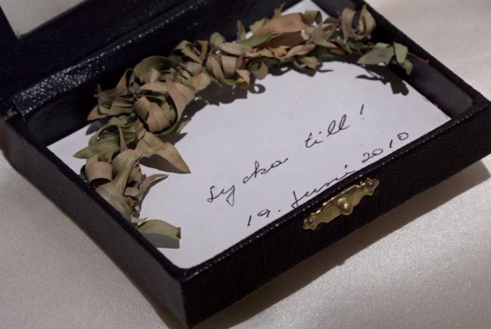 Asken och myrtenkvisten som Victoria fick i gåva av mamma drottningen.