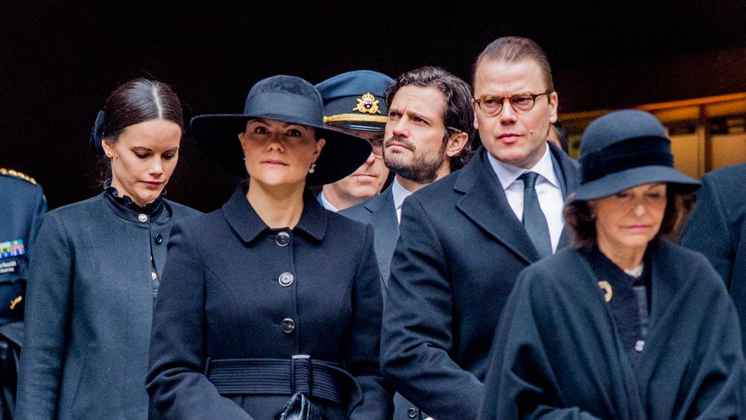 Nu samlas kungafamiljen för begravningen av Désirées make