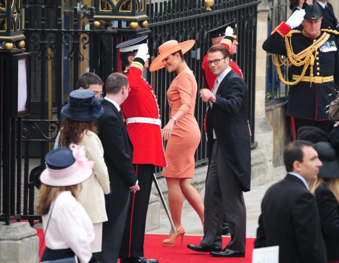 Victoria och Daniel under prins Williams bröllop.
