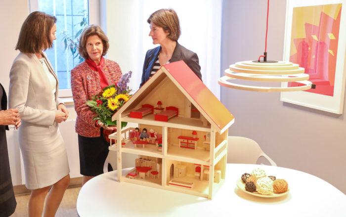 """Silvia invigde Tysklands första """"barnahus"""" i Leipzig."""