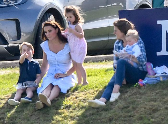 """""""Hoppas han sover gott!"""" Hertginnan Kate har i alla fall lite hjälp av en nanny med barnen under tiden."""