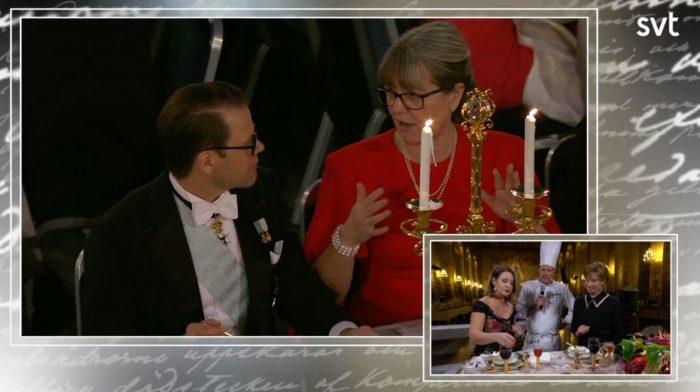 dc17152c559c Kl. 22.04: I en snabb skymt i tv får vi se Daniel njuta av  äppelanrättningen som serveras. Han är i intensivt samspråk med  bordsgrannen Donna Strickland, ...