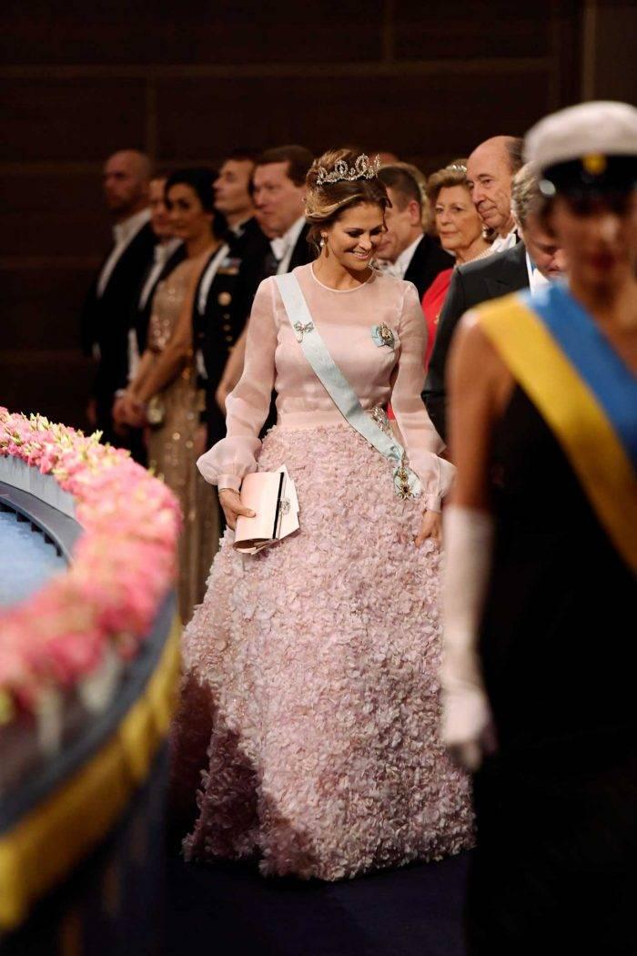 El vestido rosa de Madeleine en el banquete Nobel 2016.