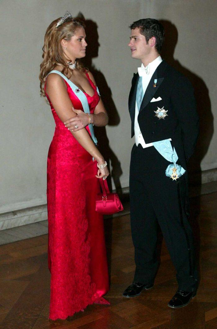 """Prinsessans röda klänning som senare kom att kallas """"Baywatch-klänningen"""". Oerhört vacker färg på en lika vacker klänning och prinsessa!"""