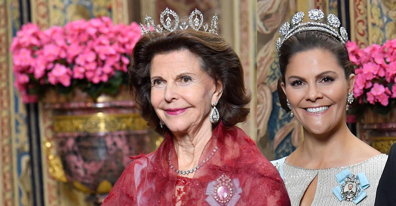 Drottning Silvia och kronprinsessan Victoria på kungamiddag.