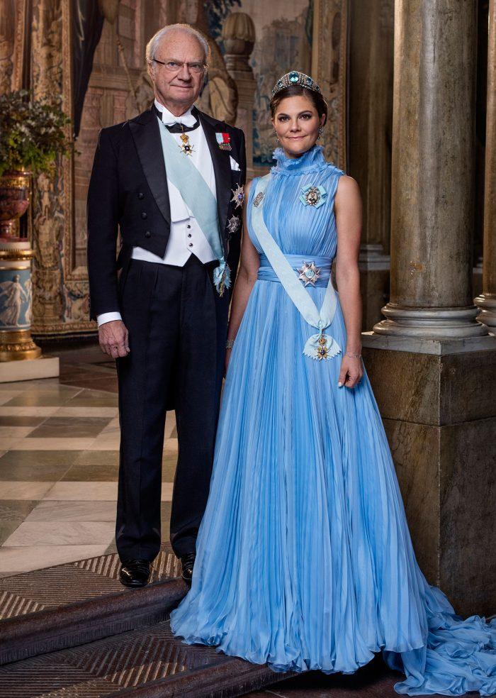 Kungen och kronprinsessan Victoria på hovets officiella bild.