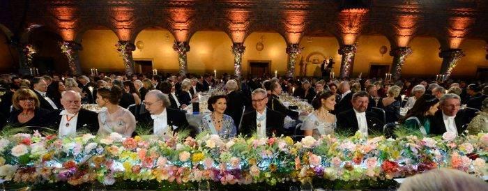 La colocación de la mesa bajo Nobel siempre se piensa cuidadosamente.