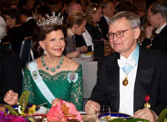 La Reina Silvia siempre se coloca al lado de Carl-Henrik Heldin.