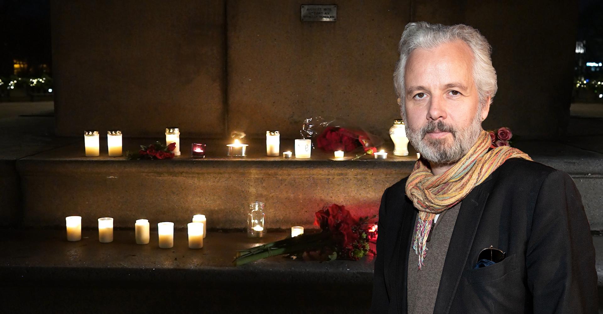 Ljusen tänds för Ari Behn utanför slottet i Norge