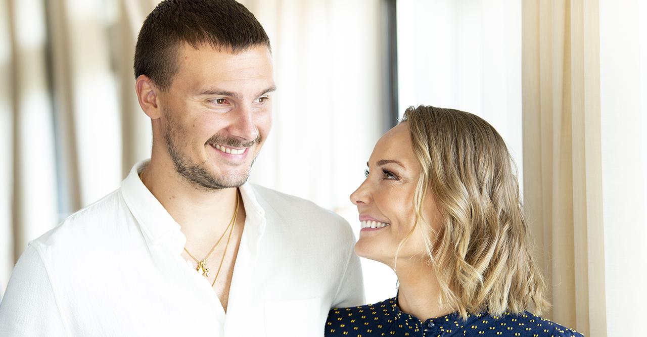 Carina och Erik Berg har fått sin bebis – se första bilden här