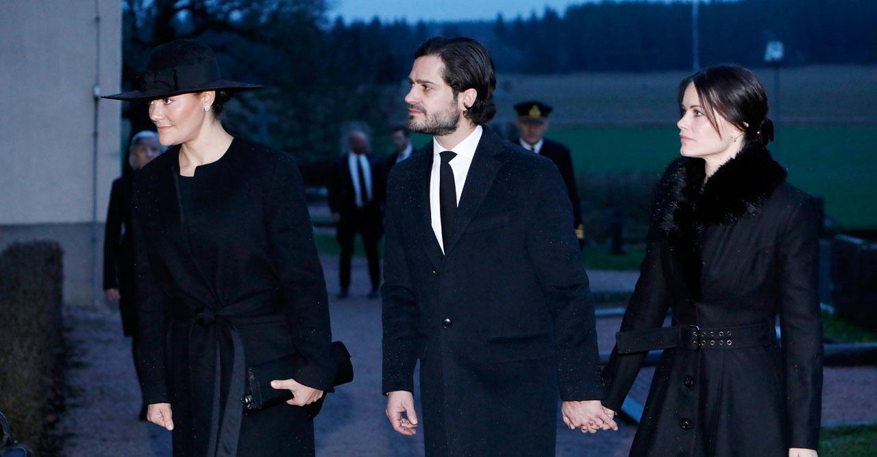 Hela kungafamiljen tar farväl av Dagmar von Arbin