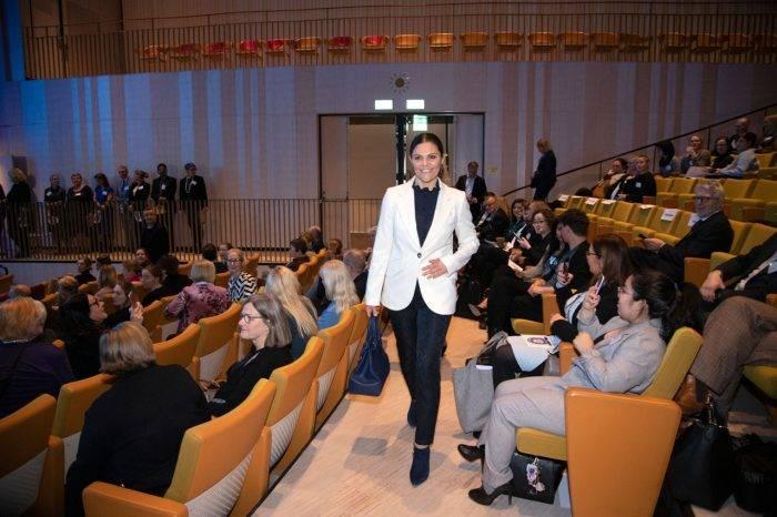 """Kronprinsessan Victoria vid """"Nationella cancerstrategin 10 år"""" på Karolinska institutet."""
