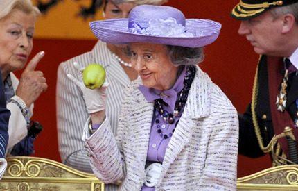 Drottning Fabiola slår tillbaka mot galningarna - med humor