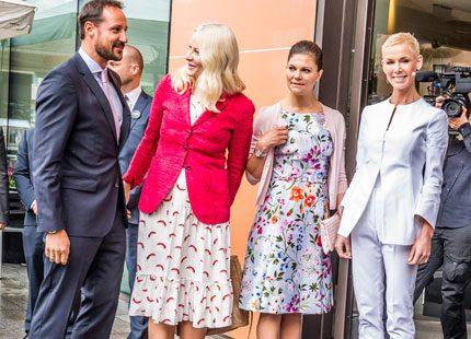 Mette-Marit och Haakon gästar Stockholm - mötte Victoria på EAT