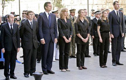 Stor kunglig uppställning för offren i bombattacken på Mallorca