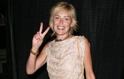 Sharon Stone klär av sig igen