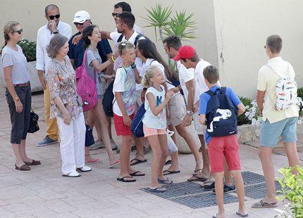 Spanska Sofia trivdes med alla barnbarnen på Mallorca