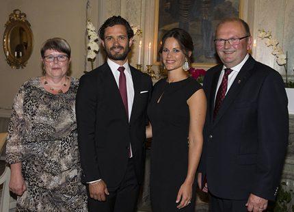 a1b8ca158071 Middag på residenset i elegant svart | Svensk Damtidning