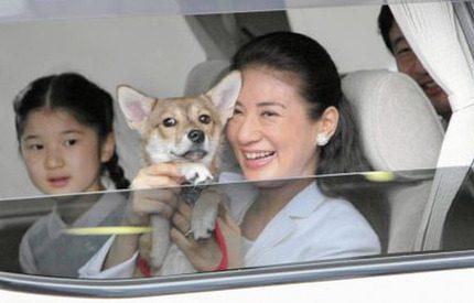 Hunden Yuri fick följa med på det japanska kronprinsparets sommarsemester
