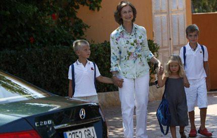 Drottning Sofia passade på att ha kul med barnbarnen