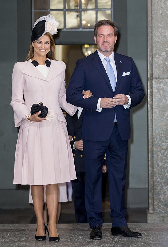 Det bar prinsessan Madeleine under dagens firande: