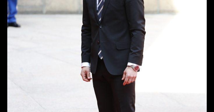 Prins Carl Philip drog på sig overallen