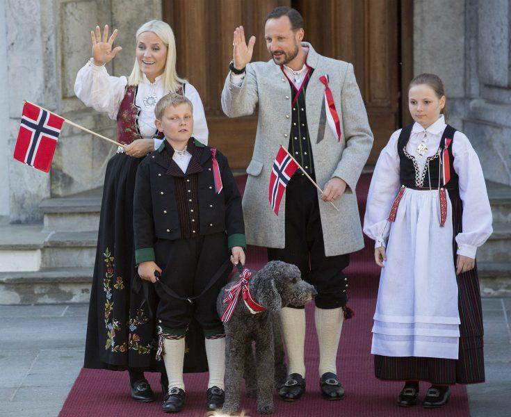 Bildextra: Haakon och Mette-Marits familjemys