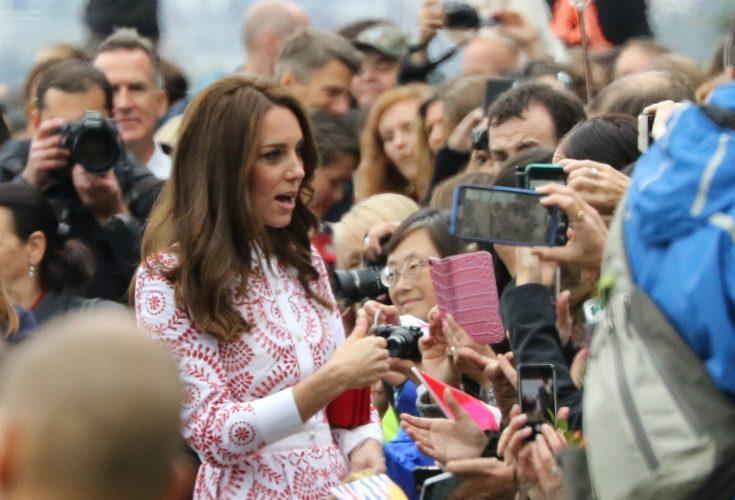 Hertiginnan i blåsväder! Kate tog helikoptern till galapremiären