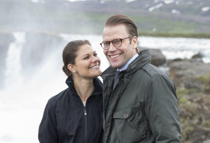 Victorias och Daniels hemliga utlandsresa - se bilden