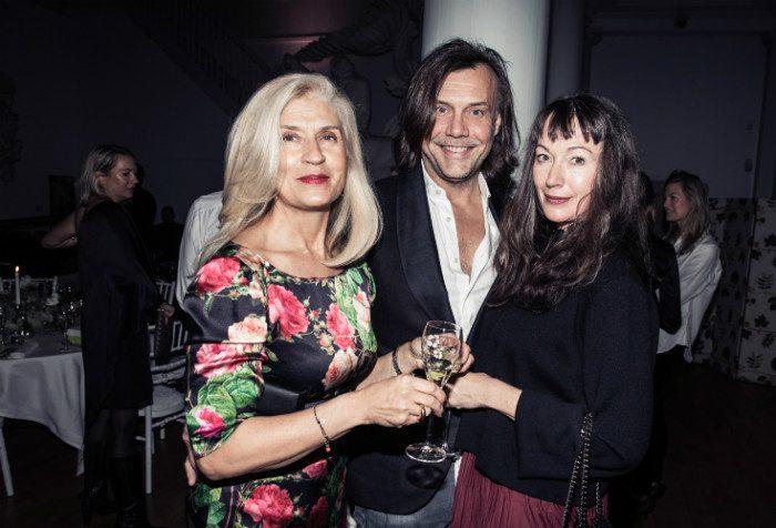 Bildextra! Victorias vänner på lyxigt champagnemingel