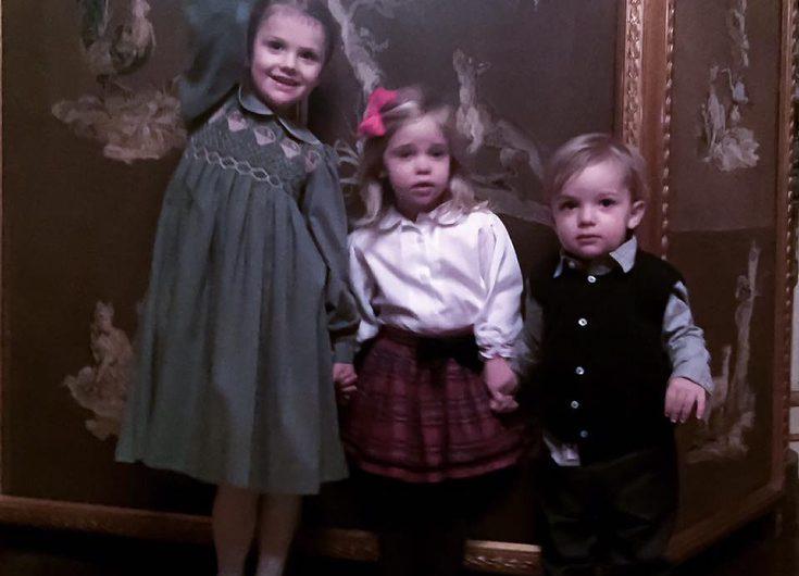 Se nya UNDERBARA bilden på Estelle, Leonore och Nicolas