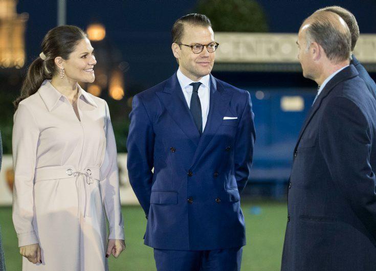 Här charmar prins Daniel ministern med oanade talangen