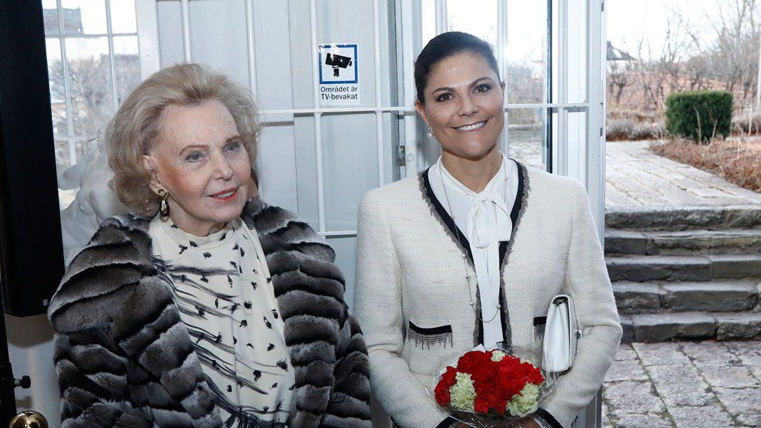 Bildextra! Se alla bilder på Victoria och Marianne från Millesgården