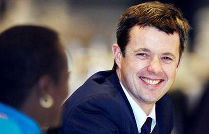 Lycklig kronprins Frederik tar plats i internationella olympiska kommittén