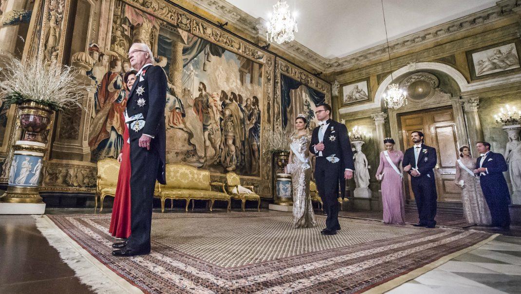 Här anländer gästerna till slottet – följ festen minut för minut!
