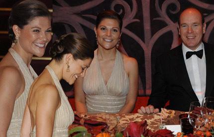 Bildspel från galamiddagen i Monaco! Victoria – som en mörk sagolik Grace Kelly…