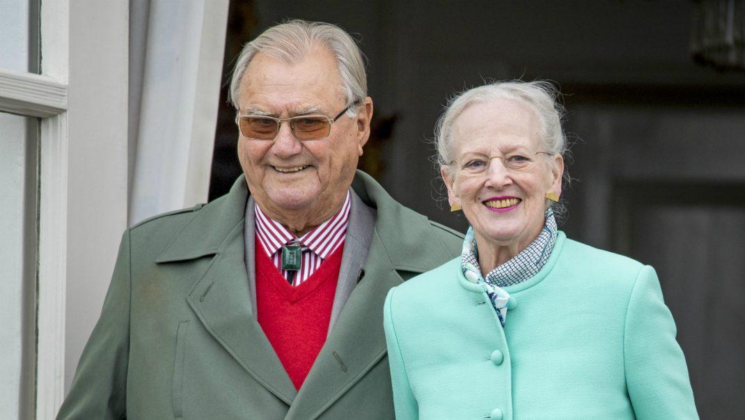 Margrethe på privat fest - utan prins Henrik