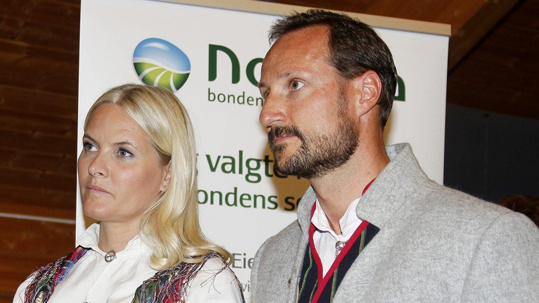 Mette-Marit tvingas fira födelsedagen utan Haakon