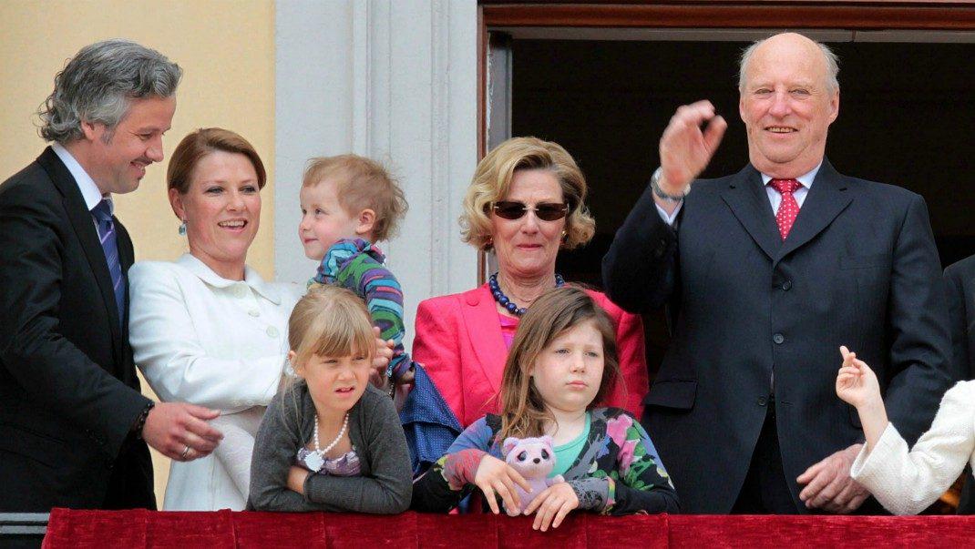 Harald och Sonja sträckte ut en hand - därför tackade Ari Behn nej
