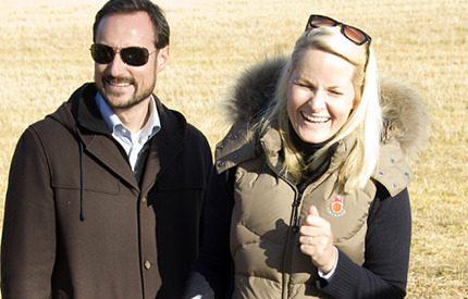 Kronprins Haakon och kronprinsessan Mette-Marit överraskade lokalborna…