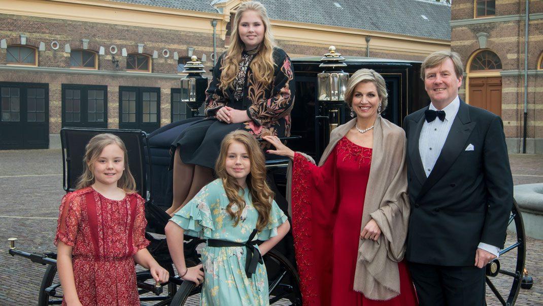 Uppklädda för fest - kronprinsessan bar likadan klänning som Meghan